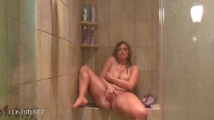 Jessie Rhodes Plump girl puddling in the shower
