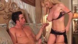 Big boobed MILF blonde Taylor Wane gets that wet