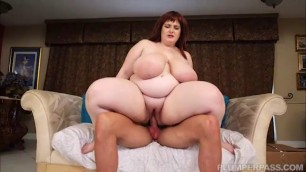 Alyson Galen in Moving In On Big busty woman Alyson