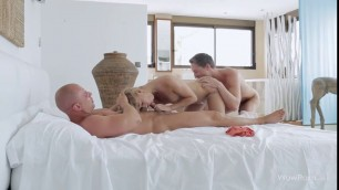 Sizzling Blonde Violette gets strewn with jizz in threesome
