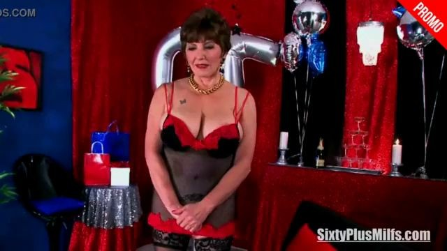 Christmas Mature Woman Gets Two Dicks as a Present