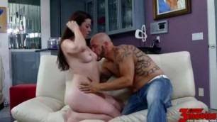 Sovereign Syre Spreads Her Foot