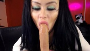 Gorgeous Brunette Boootystar Blowing Rubber Cock On Webcam