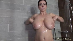 Woman With Large Boobs Masturbates In The Bathroom Spankingtube