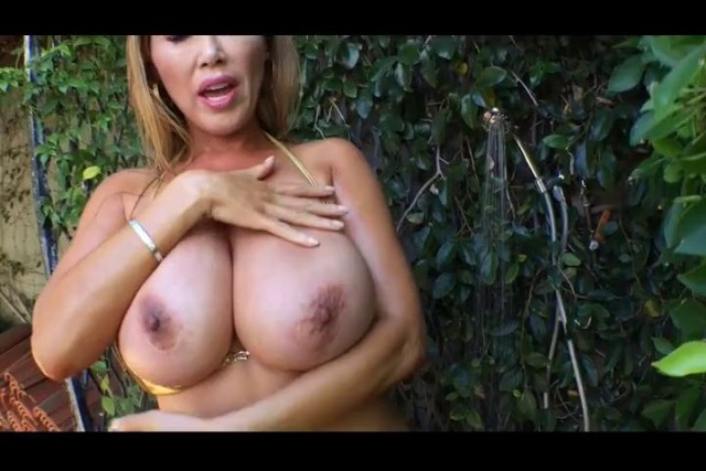 Kianna Dior It's A Milfy Outdoor Shower Want To Watch Your Friends Sexy Mom Shower Outside? Trying To Keep Cool Its Some Tripl