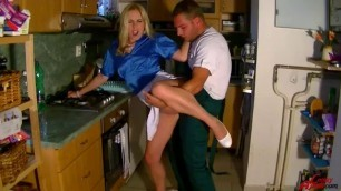 Hd Porn Leony April Fix The Washer Then Get Your Piss Fix