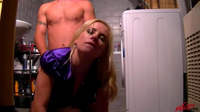 Video Leony April Piss On My Pussy And Cumshot On My Gloves