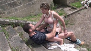 Lady Sonia The Cuckoldrix And The Hot Builder