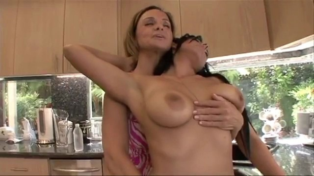 Rebecca Bardoux Has Her First Lesbian Experience, Mentole-3014