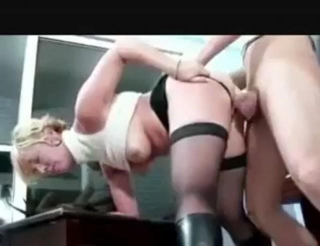 Mature Cougar Učiteljica klavirja poriva v škornjih poceni pornografija-8913