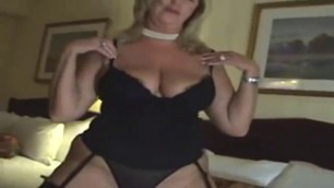 Experienced Jennifer coolidge super blonde mature masturbates