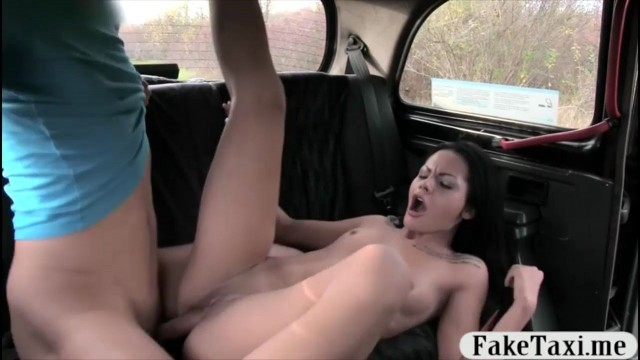 Amateur woman Livia gets banged by the driver to off her fare