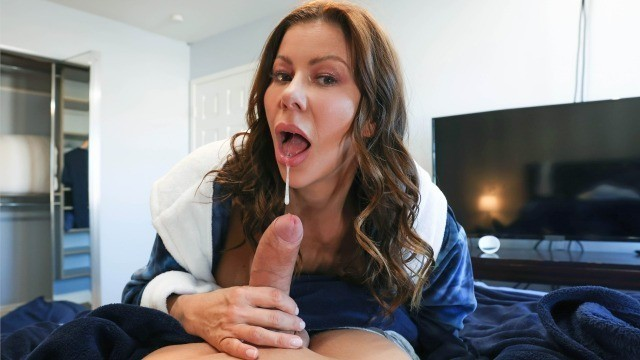 Brazzers - Cleaning The College Guy's Cock with Alexis Fawx